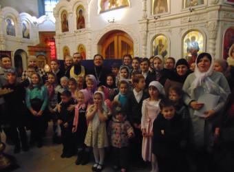 В храме святых Космы и Дамиана поздравили мам и бабушек с Днем Матери