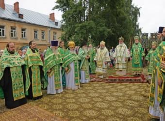 Настоятель храма принял участие в торжественном богослужении  в Лаврентьевом монастыре г. Калуги