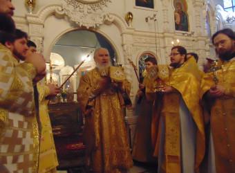 Глава Калужской митрополии совершил Литургию в храме святых Космы и Дамина