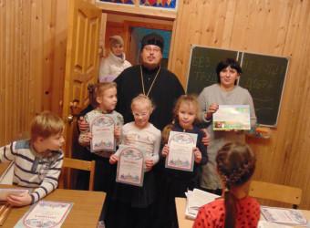 Настоятель храма вручил почетные грамоты воспитанникам  Воскресной школы