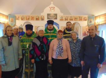 Настоятель и клирик совершили Божественную литургию в Одигитриевском храме       с. Климовзавод Юхновского района