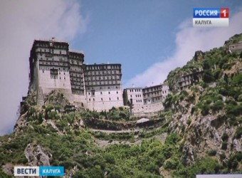 Настоятель храма открыл в Доме Батенькова фотовыставку, посвященную святой горе Афон