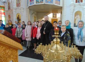 В храме прошла встреча священника со школьниками