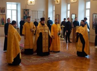 Настоятель храма возглавил молебен и выступил на Пленарном заседании осенней сессии Оптинского форума