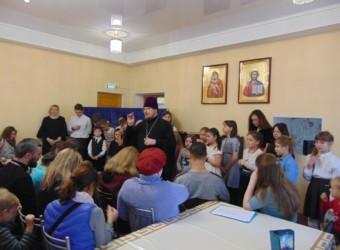 Воспитанники Воскресной школы поздравили мам и бабушек с Днем Матери