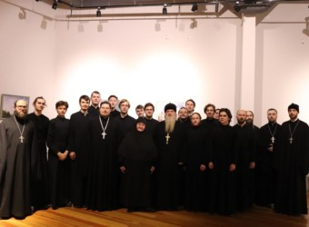 Священнослужители храма приняли участие в открытии выставки репродукций картин русских художников, посвященная теме материнства