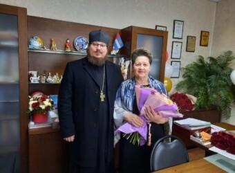 Настоятель храма поздравил директора школы № 15 г. Калуги с юбилеем