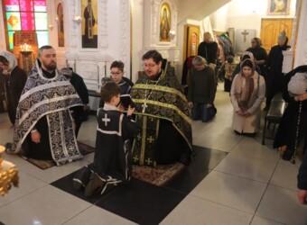 Во вторую Неделю Великого поста совершено вечернее богослужение с чтением акафиста Страстям Христовым