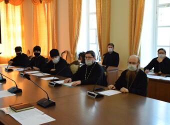 Настоятель храма выступил на заседании Епархиального совета