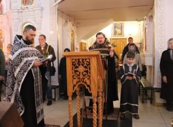 В третью Неделю Великого поста совершено вечернее богослужение с чтением акафиста Страстям Христовым